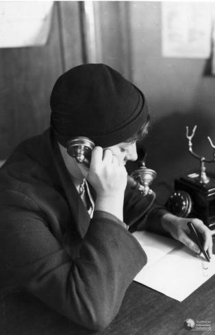 aparat telefoniczny 4 rozmowa